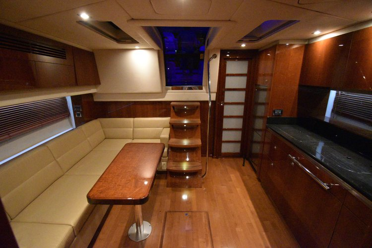 This 47.0' sea ray cand take up to 10 passengers around Fort Lauderdale