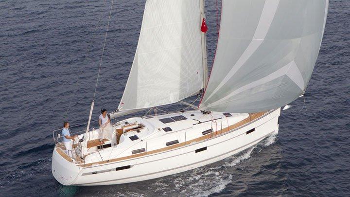 This 37.0' Bavaria Yachtbau cand take up to 6 passengers around Balearic Islands