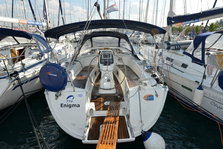 Jump aboard this beautiful Bavaria Yachtbau Bavaria 38 Cruiser