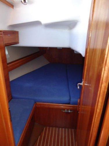 This 39.0' Bavaria Yachtbau cand take up to 7 passengers around Saronic Gulf