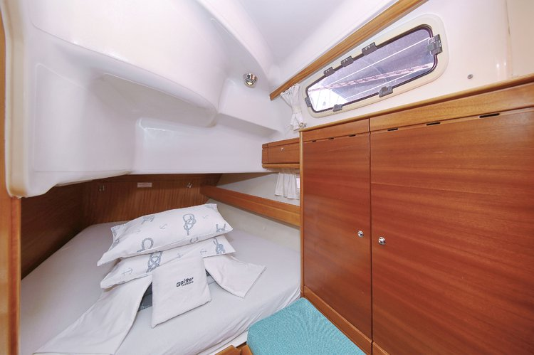 This 39.0' Bavaria Yachtbau cand take up to 7 passengers around Zadar region