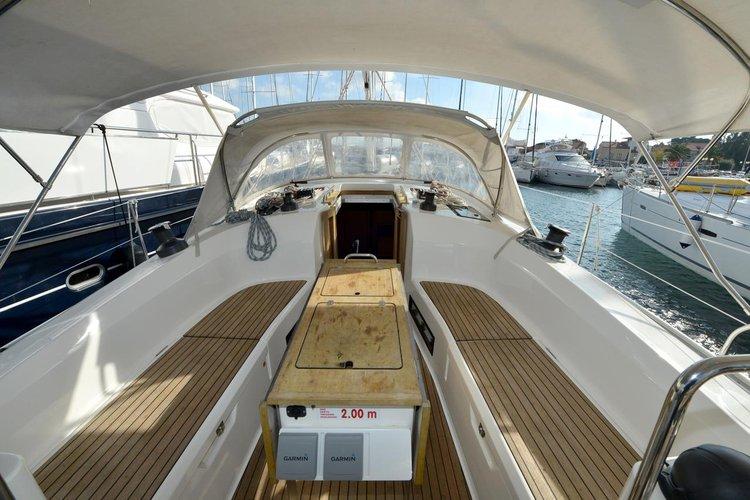 This 40.0' Bavaria Yachtbau cand take up to 7 passengers around Zadar region