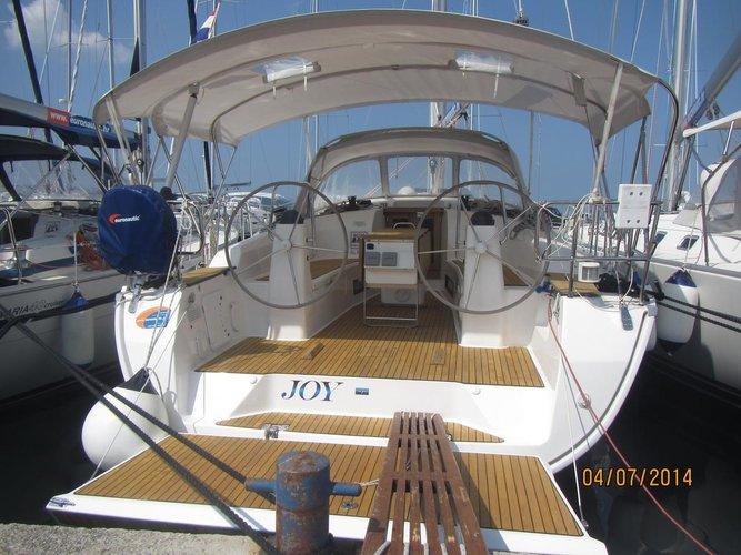 Beautiful Bavaria Yachtbau Bavaria Cruiser 40 ideal for sailing and fun in the sun!