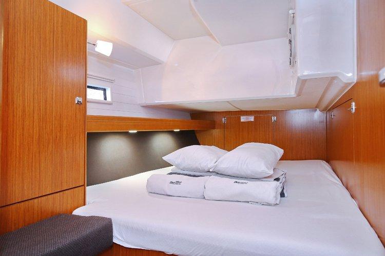 This 46.0' Bavaria Yachtbau cand take up to 9 passengers around Istra