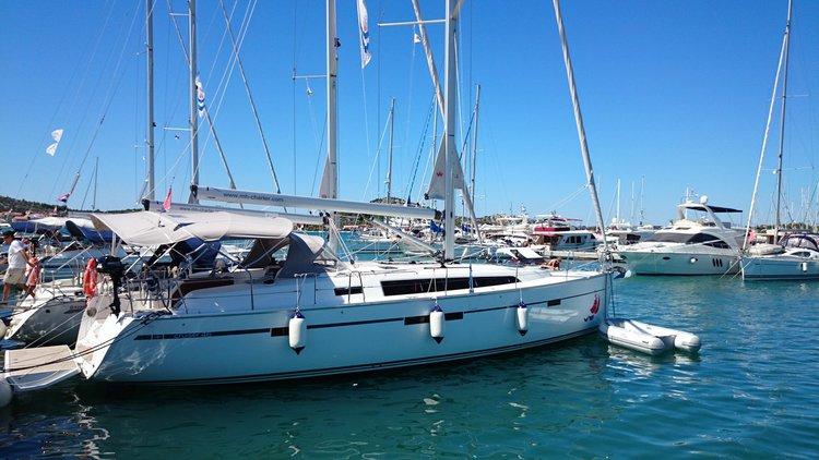 Relax on board our sailboat charter in Šibenik region