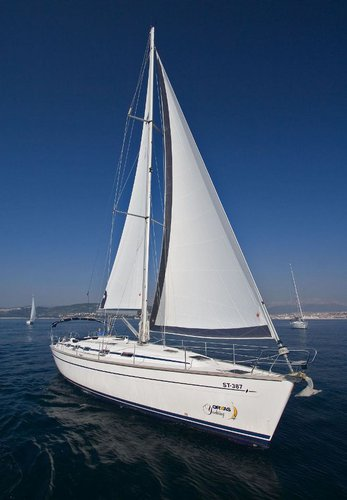 Up to 12 persons can enjoy a ride on this Bavaria Yachtbau boat