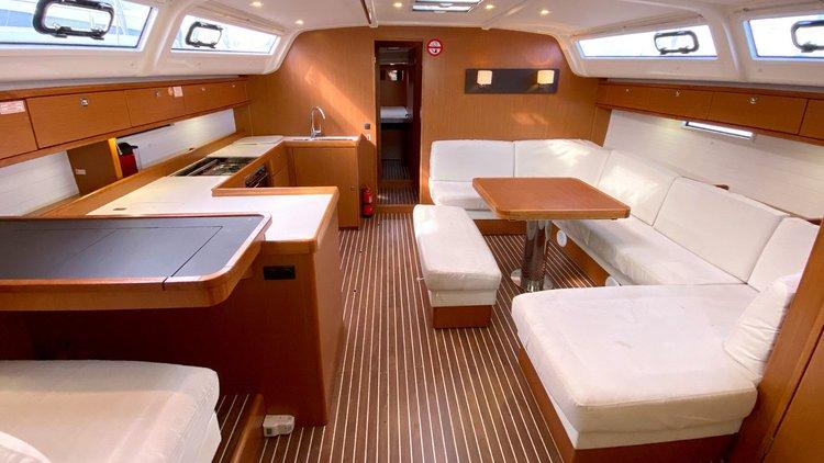 This 51.0' Bavaria Yachtbau cand take up to 12 passengers around Balearic Islands