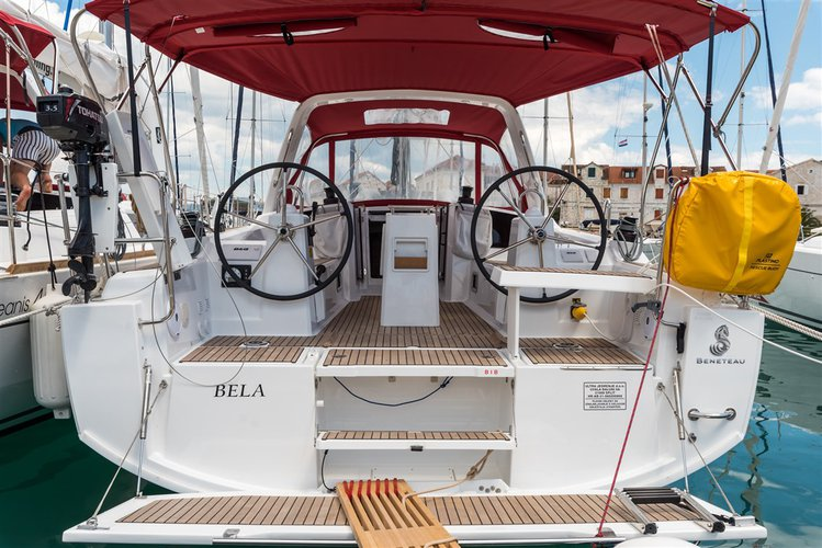 Get on the water and enjoy Split region in style on our Bénéteau Oceanis 35.1