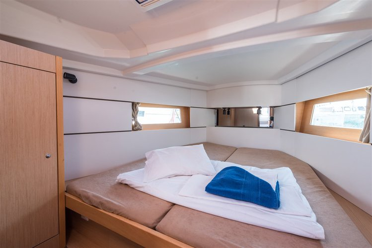 Discover Split region surroundings on this Oceanis 38 Bénéteau boat