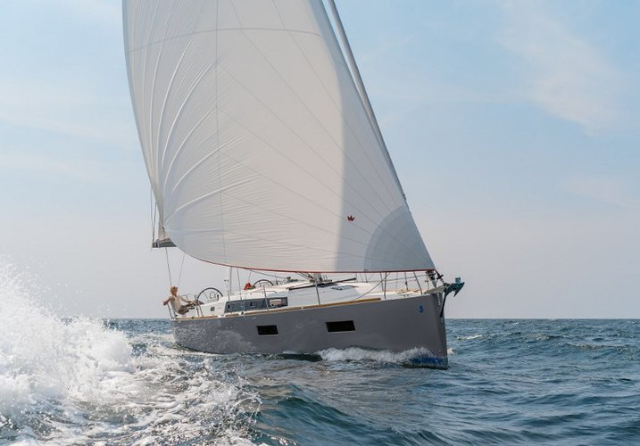 Sail Split region, HR waters on a beautiful Bénéteau Oceanis 38
