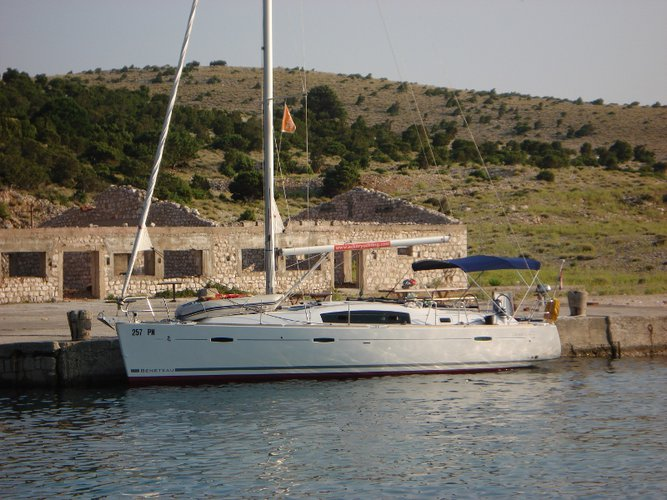 Take this Bénéteau Oceanis 40 for a spin!