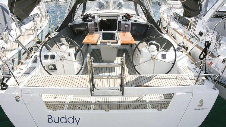 Discover Šibenik region surroundings on this Oceanis 41 Bénéteau boat