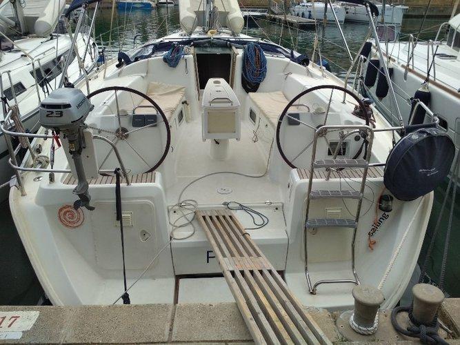 Jump aboard this beautiful Beneteau Beneteau Cyclades 43.3