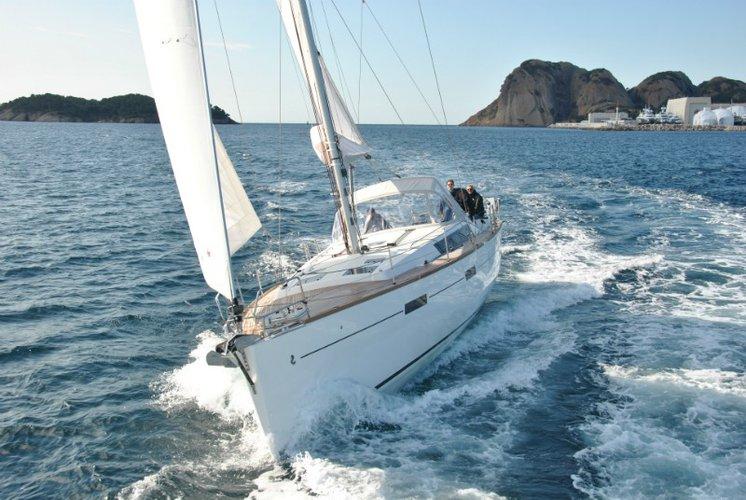 Discover Dubrovnik region surroundings on this Oceanis 45 Bénéteau boat