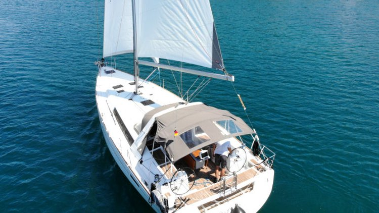 This 45.0' Bénéteau cand take up to 10 passengers around Istra