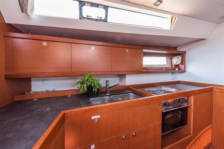 Discover Split region surroundings on this Oceanis 45 Bénéteau boat
