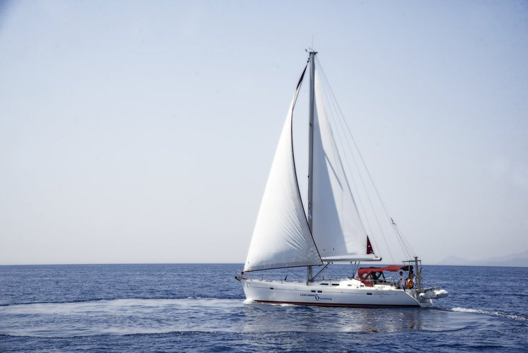 Discover Saronic Gulf surroundings on this Oceanis Clipper 473 Bénéteau boat