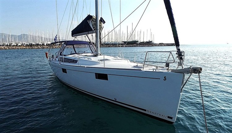 Enjoy luxury and comfort on this Bénéteau Oceanis 48 in Saronic Gulf
