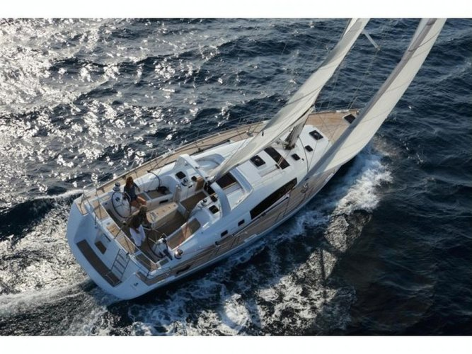 Take this Bénéteau Oceanis 50 Family for a spin!