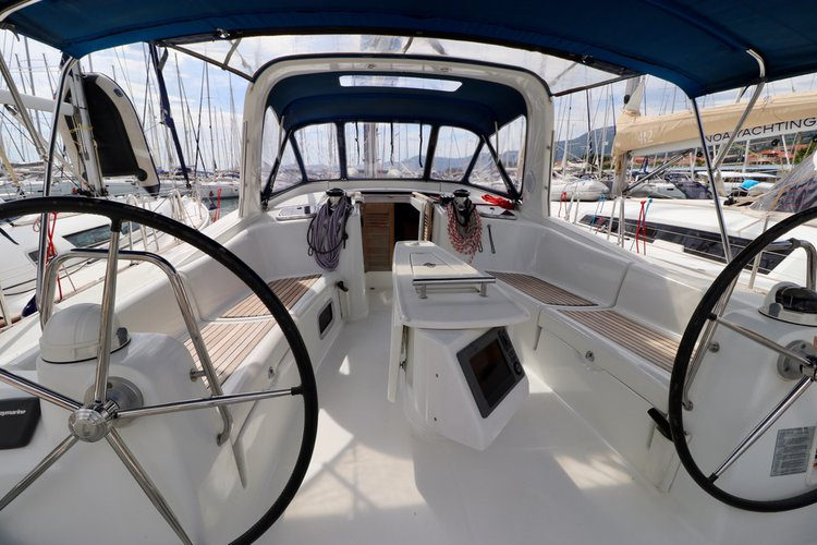 Discover Split region surroundings on this Oceanis 50.5 Bénéteau boat