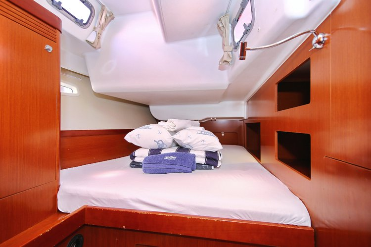Discover Split region surroundings on this Oceanis 50 Family Bénéteau boat
