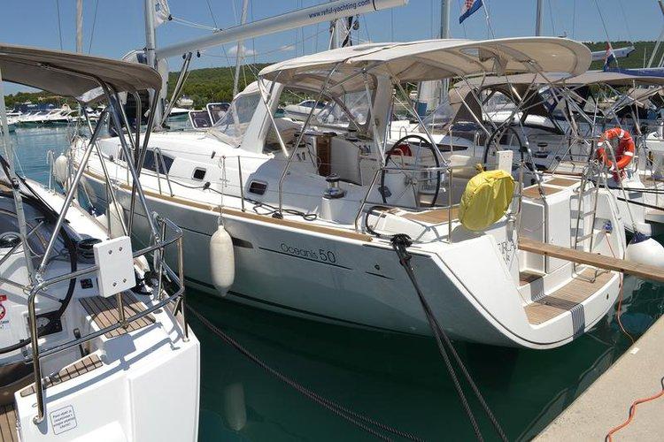 This 50.0' Bénéteau cand take up to 11 passengers around Zadar region