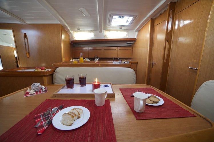 This 51.0' Bénéteau cand take up to 11 passengers around Saronic Gulf