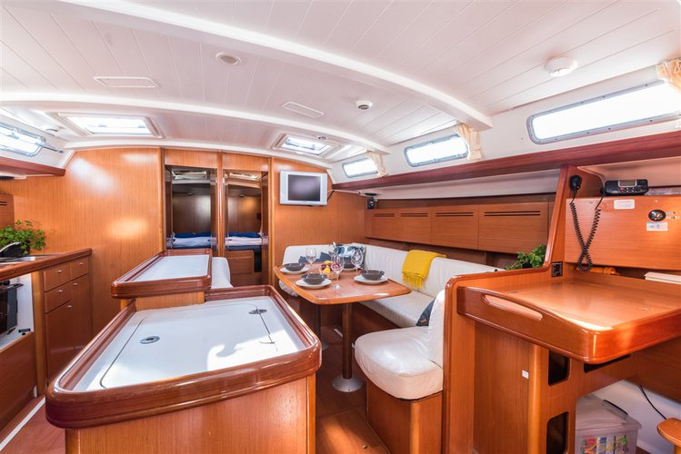 Discover Split region surroundings on this Cyclades 50.5 Bénéteau boat