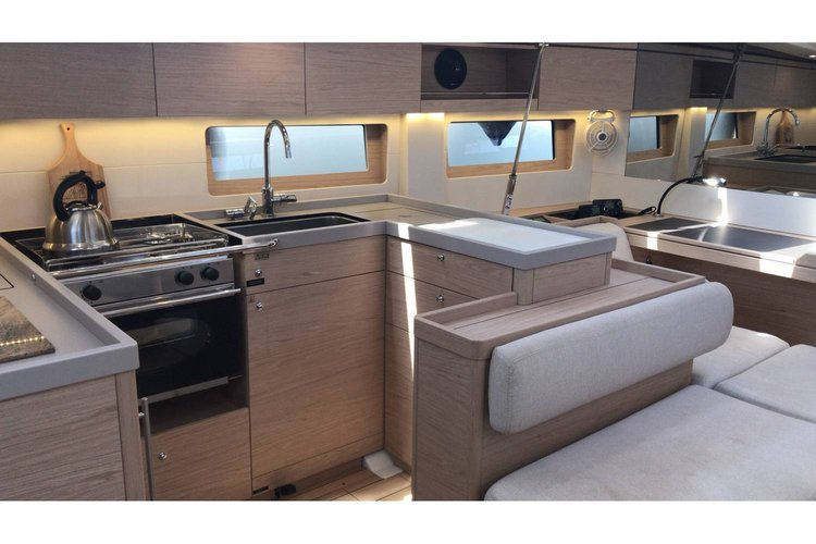 Discover Saronic Gulf surroundings on this Oceanis 51.1 Bénéteau boat