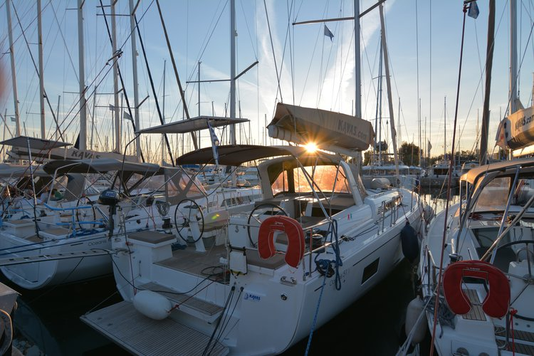 Bénéteau's 52.0 feet in Saronic Gulf