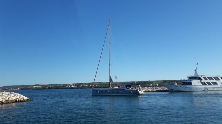 This 54.0' D&D Yacht cand take up to 12 passengers around Zadar region