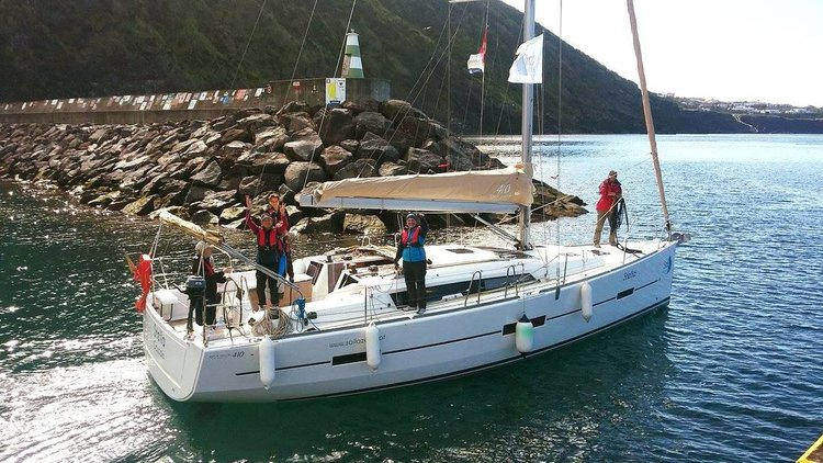 This 40.0' Dufour Yachts cand take up to 8 passengers around Azores