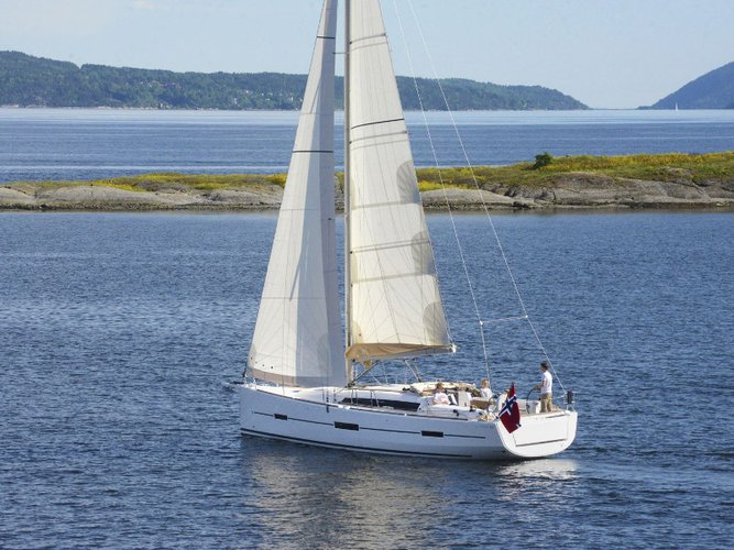 Explore Corfu on this beautiful sailboat for rent