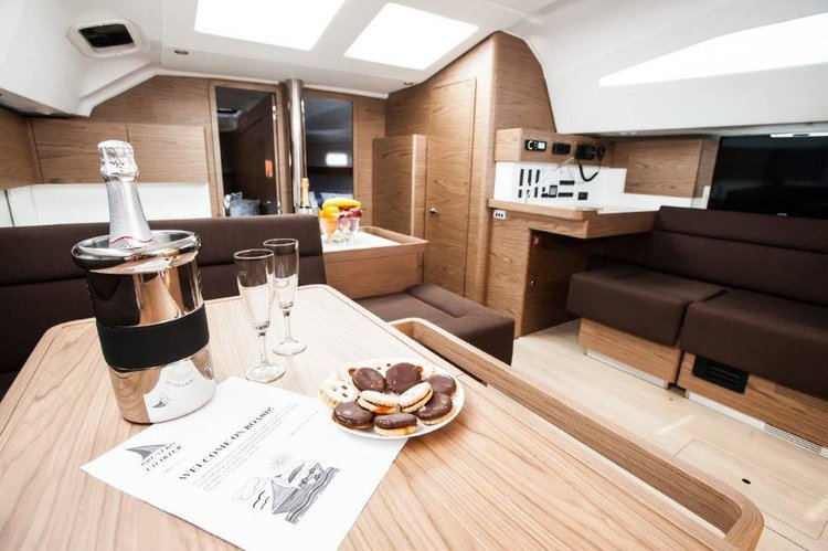 Up to 11 persons can enjoy a ride on this Elan Marine boat