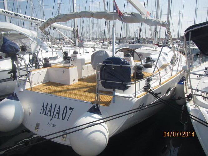 This 52.0' Elan Marine cand take up to 10 passengers around Zadar region
