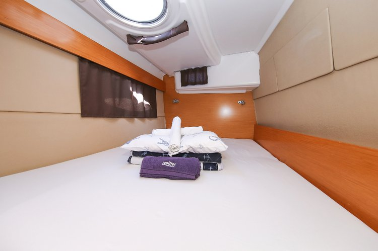 This 39.0' Fountaine Pajot cand take up to 9 passengers around Split region