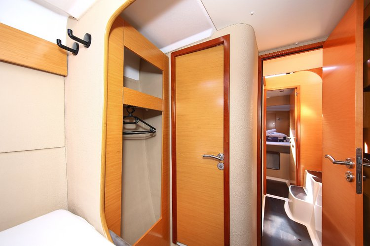 39.0 feet Fountaine Pajot in great shape
