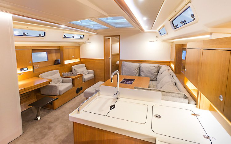 Discover Dubrovnik region surroundings on this Hanse 455 Hanse Yachts boat