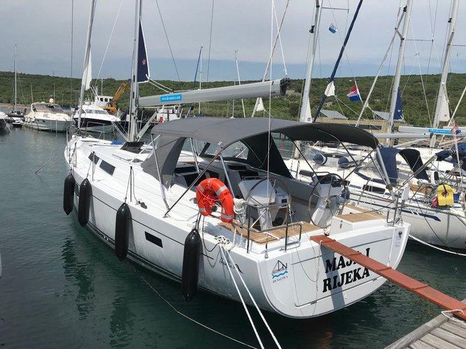 This 45.0' Hanse Yachts cand take up to 10 passengers around Kvarner