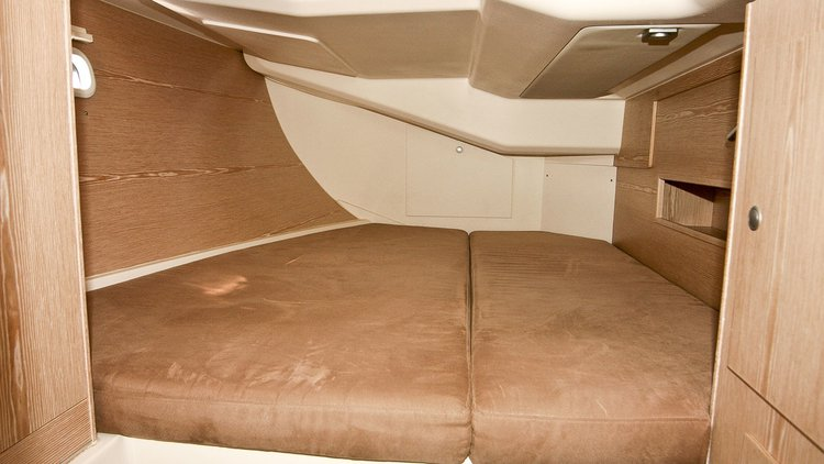 Up to 10 persons can enjoy a ride on this Hanse Yachts boat