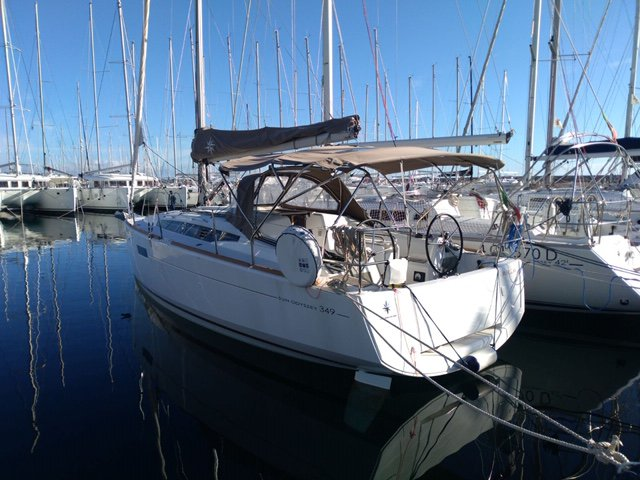 Get on the water and enjoy Sardinia in style on our Jeanneau Sun Odyssey 349