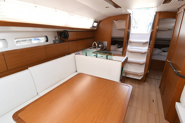 Discover Dubrovnik region surroundings on this Sun Odyssey 419 Jeanneau boat