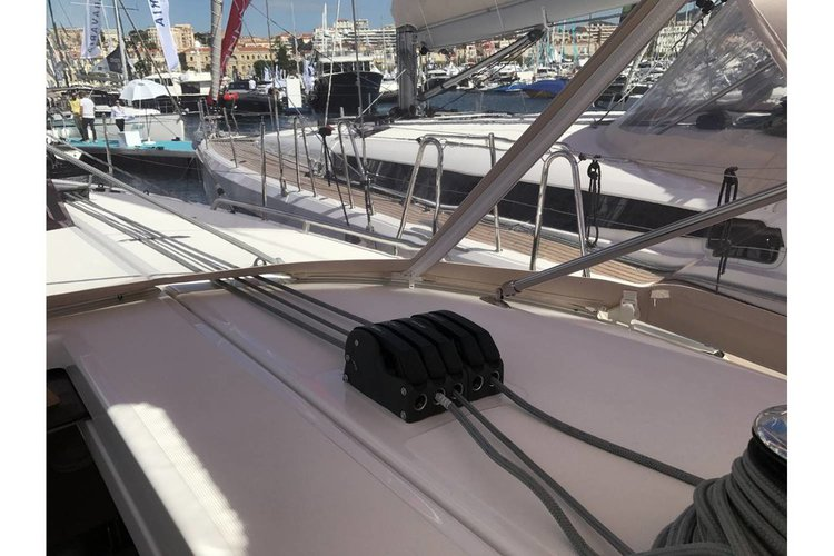 Discover Saronic Gulf surroundings on this Sun Odyssey 440 Jeanneau boat
