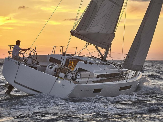 This sailboat charter is perfect to enjoy Saronic Gulf