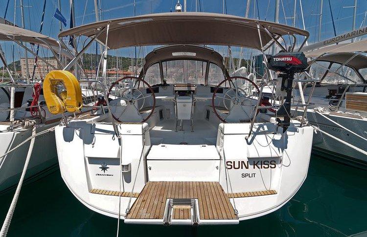 43.0 feet Jeanneau in great shape