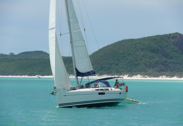 Discover  surroundings on this Sun Odyssey 44i Jeanneau boat