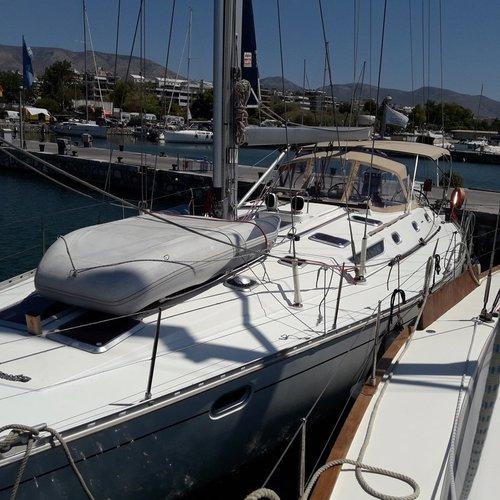 This 50.0' Jeanneau cand take up to 12 passengers around Saronic Gulf