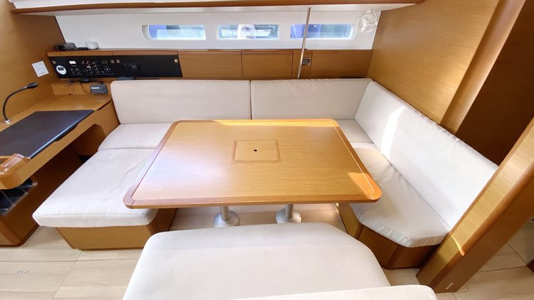 Discover Balearic Islands surroundings on this Sun Odyssey 519 Jeanneau boat