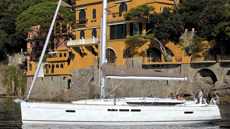 This 51.0' Jeanneau cand take up to 10 passengers around Balearic Islands