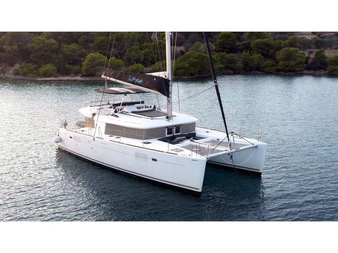 Get on the water and enjoy Athens in style on our Lagoon Lagoon 450